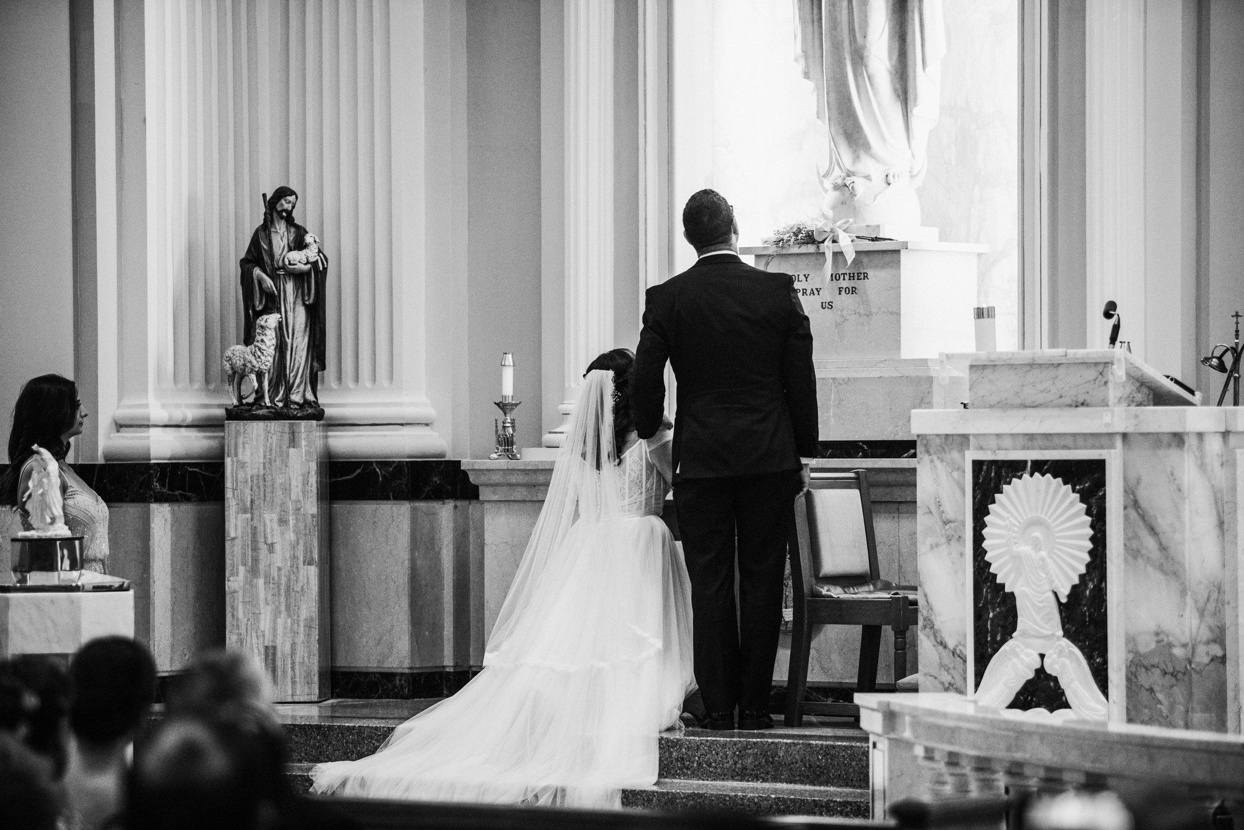 JennaLynnPhotography-NJWeddingPhotographer-Philadelphia-Wedding-ArtsBallroom-CeremonyBW-124.jpg