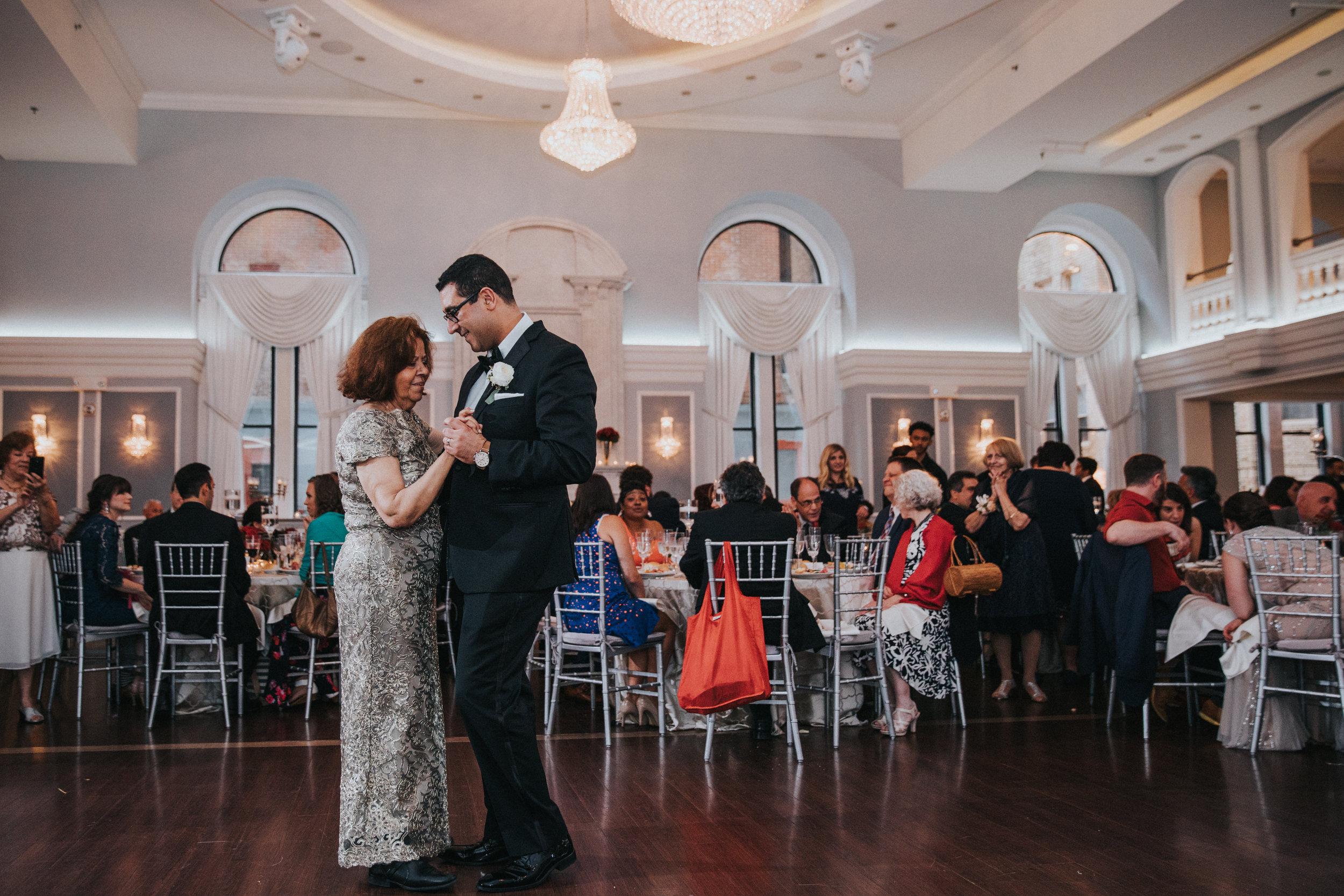 JennaLynnPhotography-NJWeddingPhotographer-Philadelphia-Wedding-ArtsBallroom-Reception-56.jpg