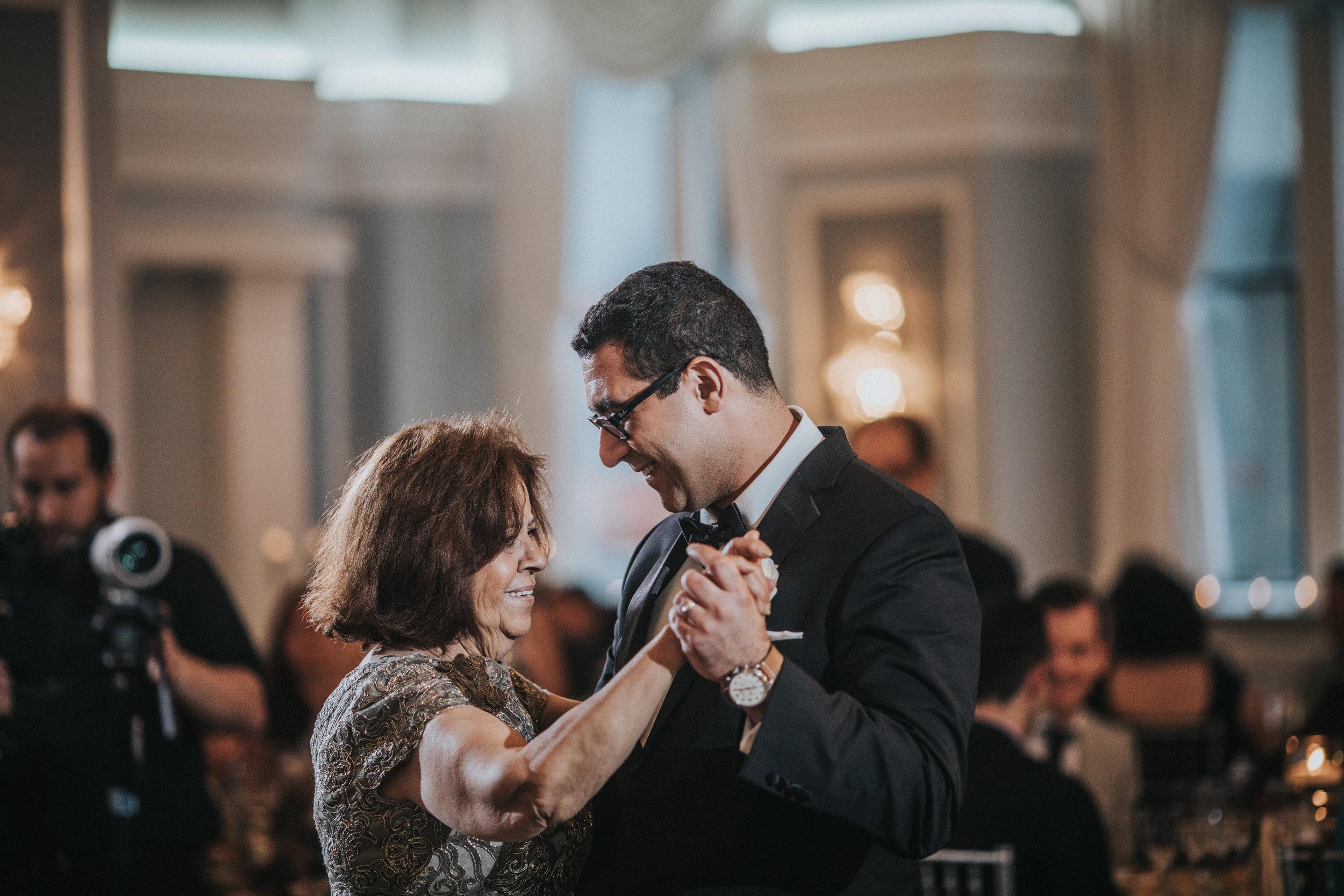 JennaLynnPhotography-NJWeddingPhotographer-Philadelphia-Wedding-ArtsBallroom-Reception-96.jpg