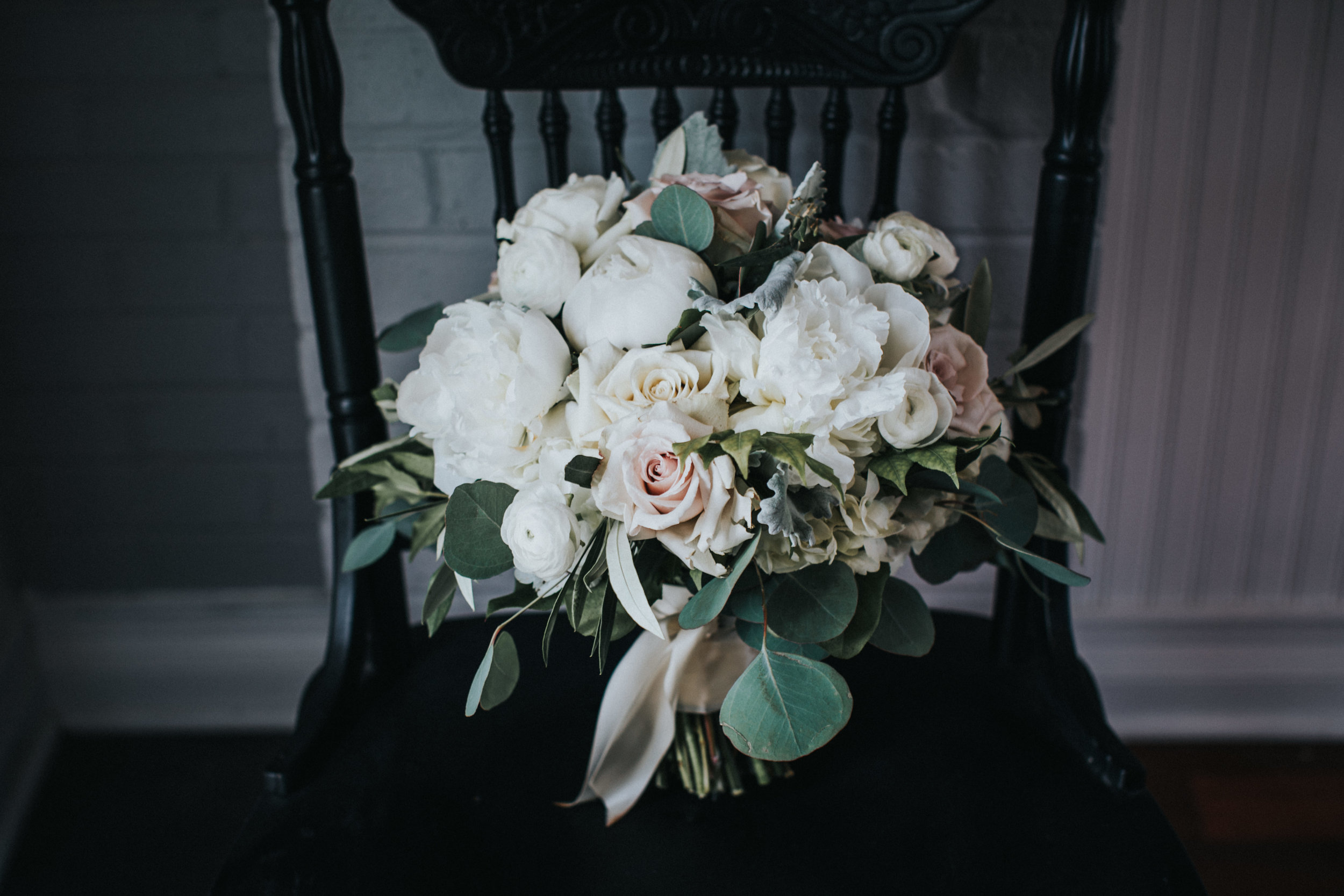 New-Jersey-Wedding-Photographer-JennaLynnPhotography-Trump-National-Golf-Club-Philadelphia-ErikaChris-Getting-Ready-13.jpg