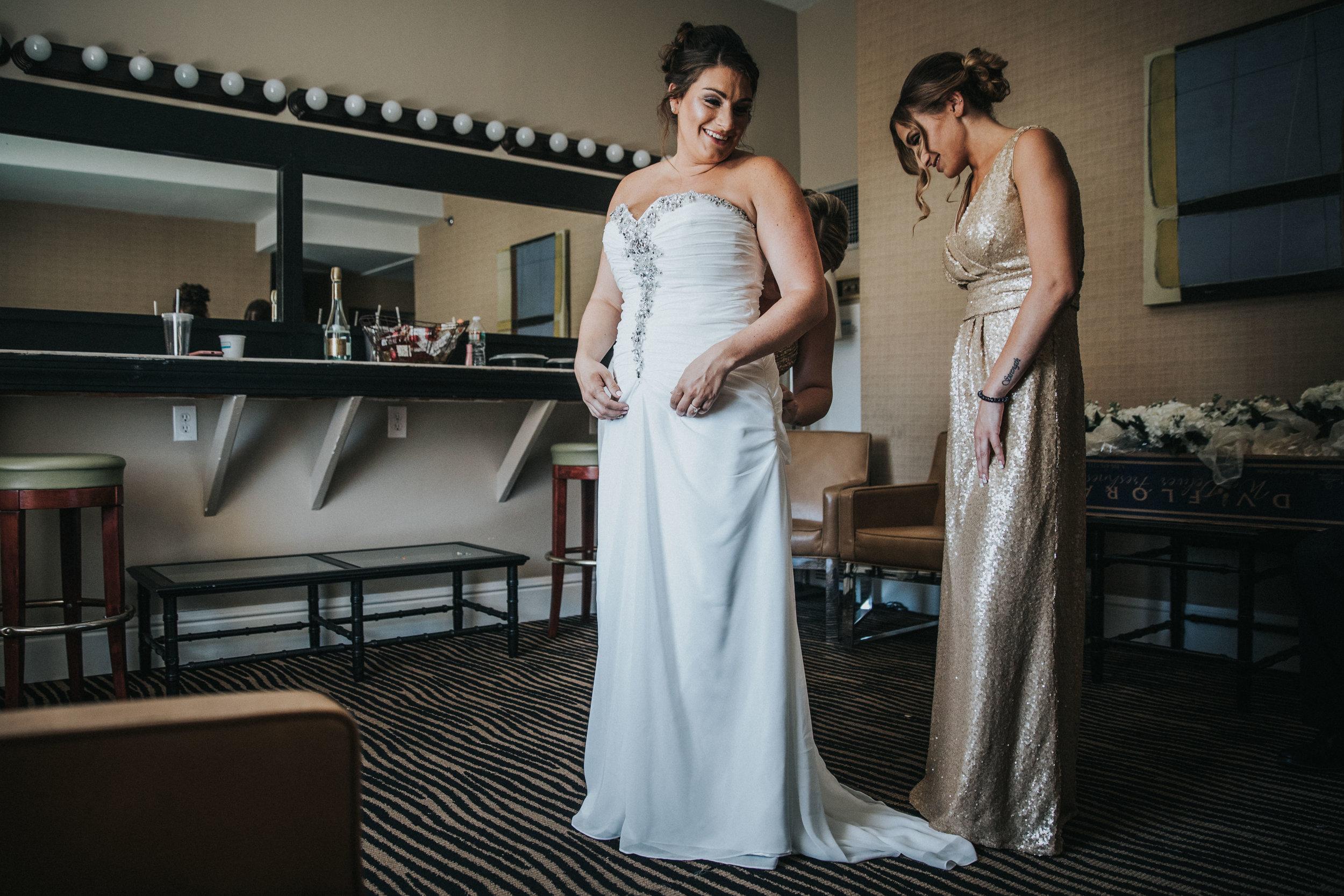 JennaLynnPhotography-NJWeddingPhotographer-Wedding-TheBerkeley-AsburyPark-Allison&Michael-GettingReady-76.jpg