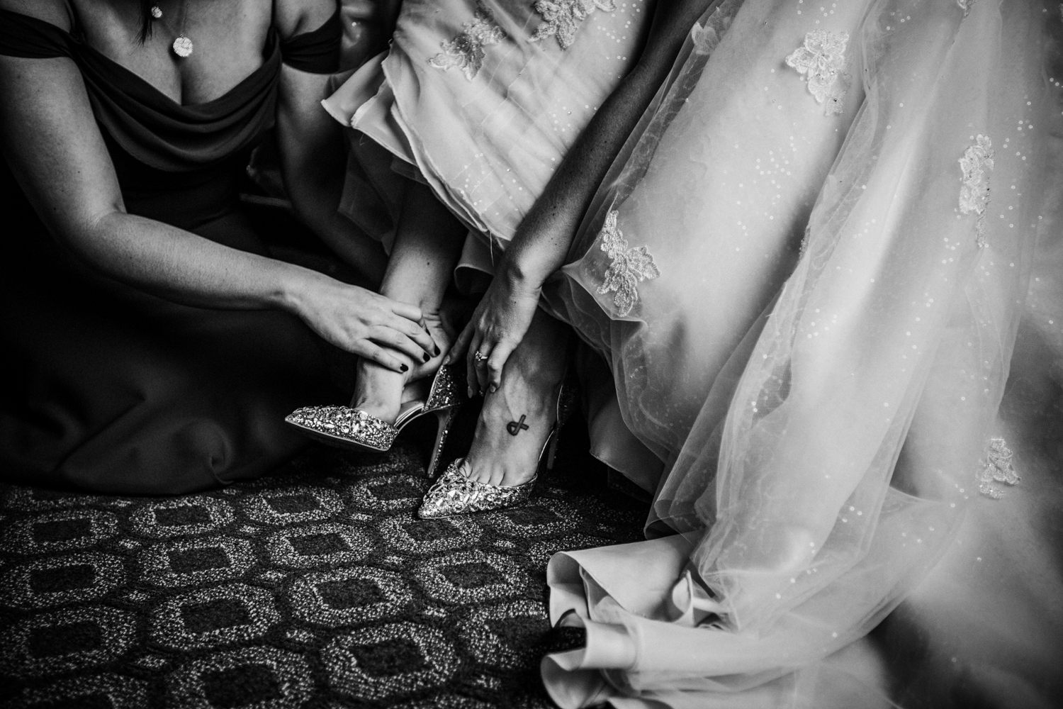 Seaview-Country-Club-Wedding-Jenna-Lynn-Photography-Sam&Kyle-GettingReadyBW-77.jpg