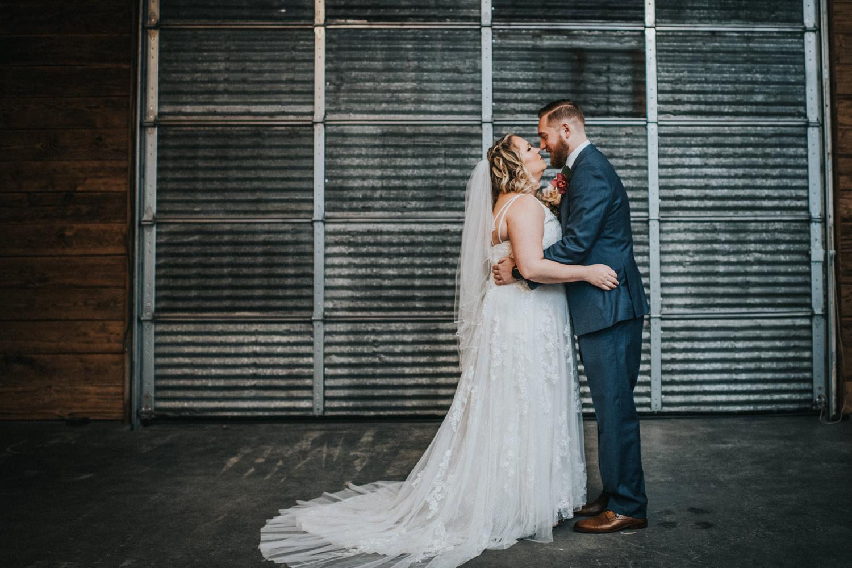 Cecil-Creek-Farm-Wedding-Jenna-Lynn-Photography-LauraJoe-FirstLook-7.jpg
