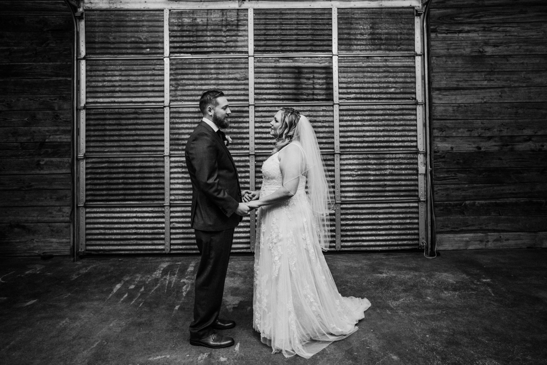 Cecil-Creek-Farm-Wedding-Jenna-Lynn-Photography-LauraJoe-FirstLookBW-17.jpg