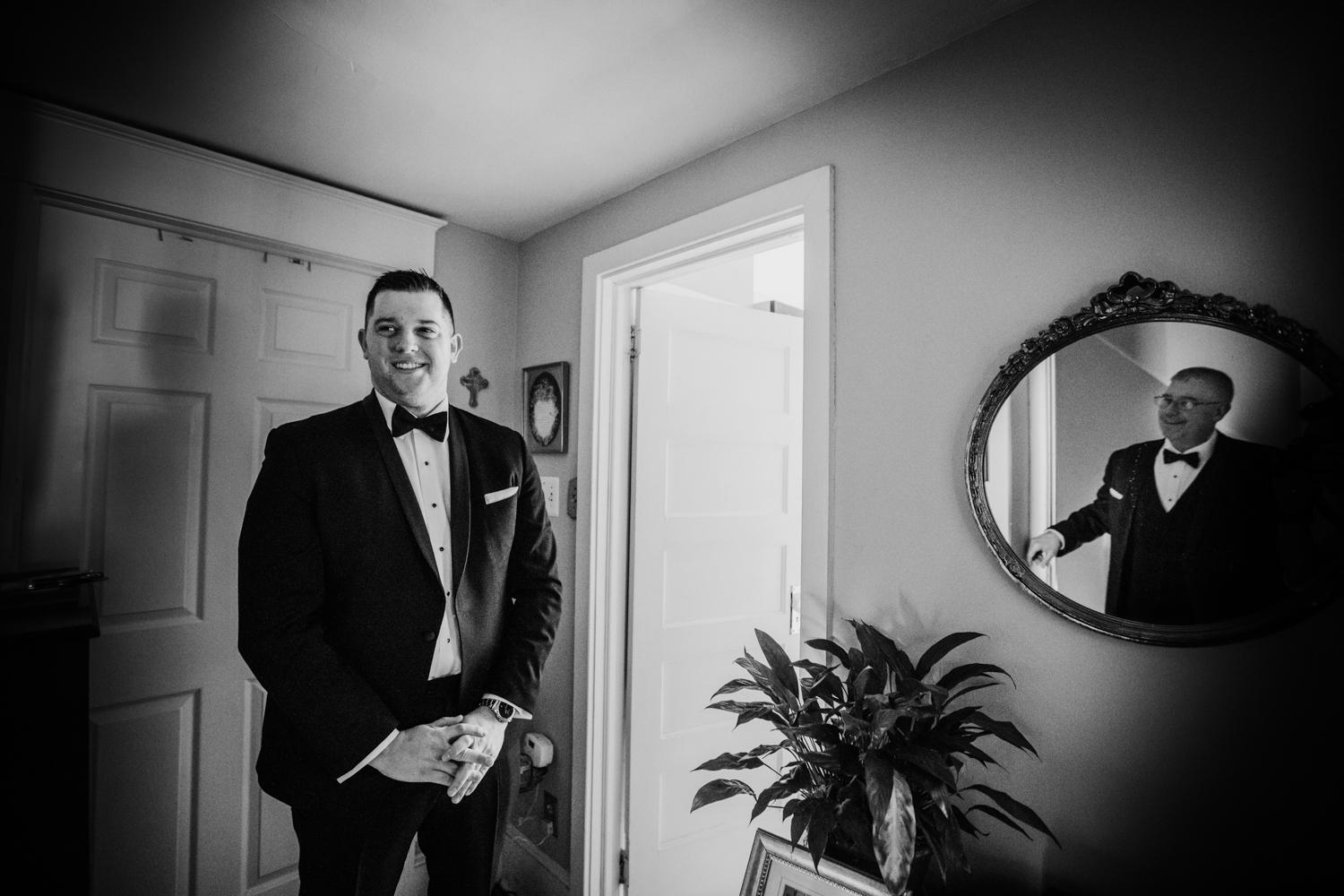 The-Mansion-NJ-Wedding-Jenna-Lynn-Photography-BriannaJimmy-GettingReadyBW-5.jpg