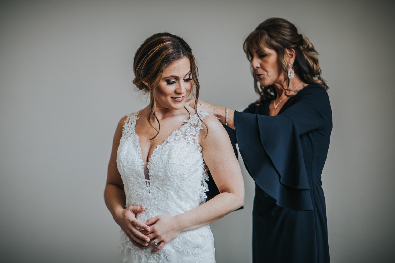 New-Jersey-Wedding-Photographer-Jenna-Lynn-Photography-Grove-at-Centerton-Wedding-CaitBob-GettingReady-44.jpg