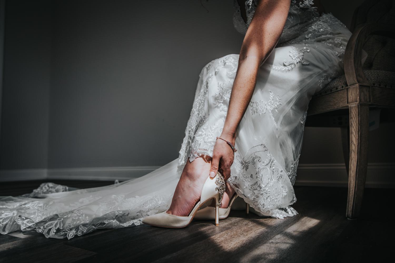 New-Jersey-Wedding-Photographer-Jenna-Lynn-Photography-Grove-at-Centerton-Wedding-CaitBob-GettingReady-58.jpg