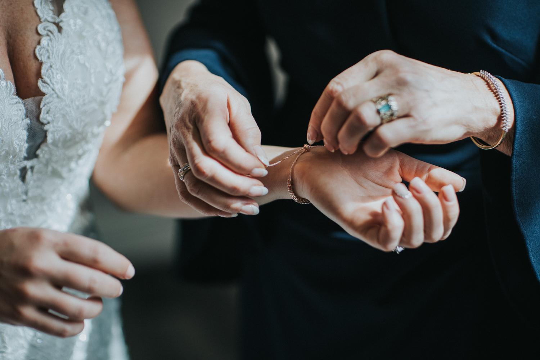 New-Jersey-Wedding-Photographer-Jenna-Lynn-Photography-Grove-at-Centerton-Wedding-CaitBob-GettingReady-57.jpg