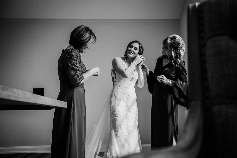 New-Jersey-Wedding-Photographer-Jenna-Lynn-Photography-Grove-at-Centerton-Wedding-CaitBob-GettingReadyBW-55.jpg