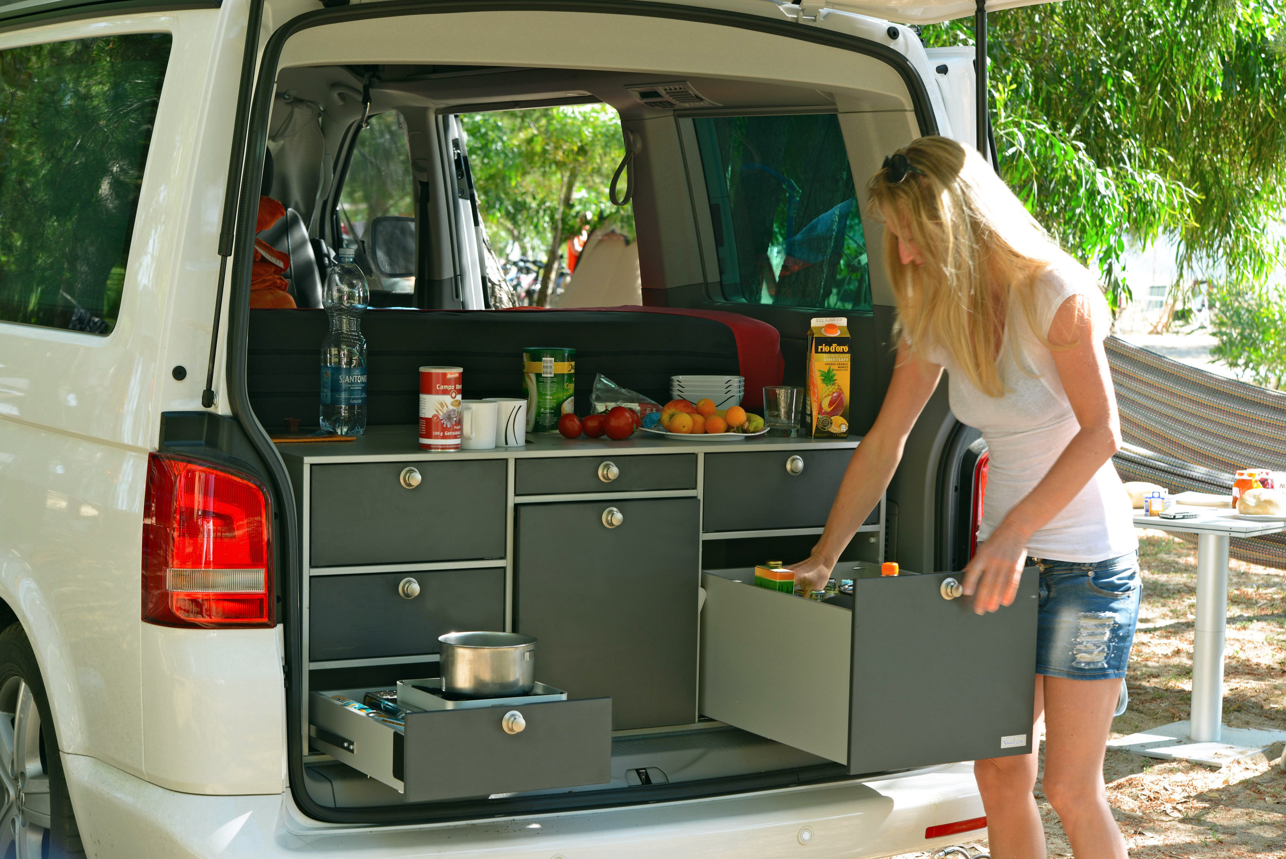 Volkswagen Multivan with V1 rear kitchen