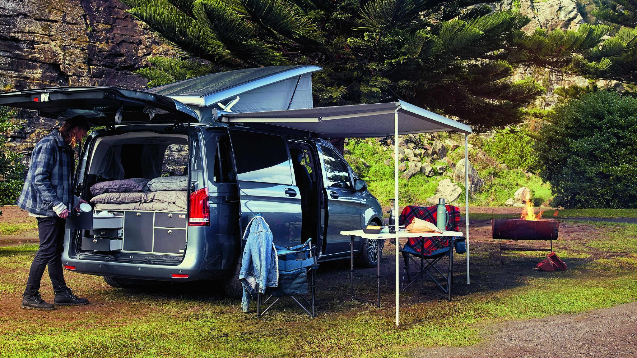 The Mercedes-Benz Campervan is brought to life with the VanEssa mobilcamping Rear Kitchen Pod for cooking, refrigeration and much more...