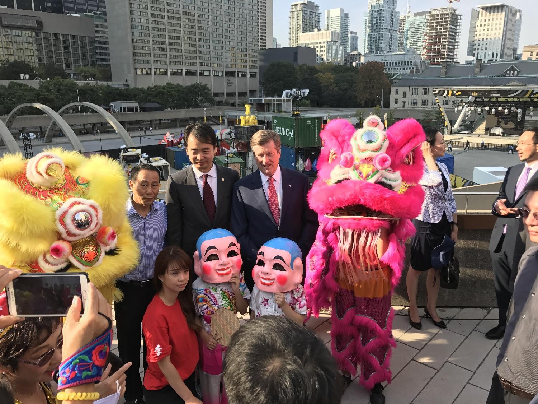 wayland-li-wushu-lion-dance-toronto-city-hall-china-national-day-2017-7.jpg