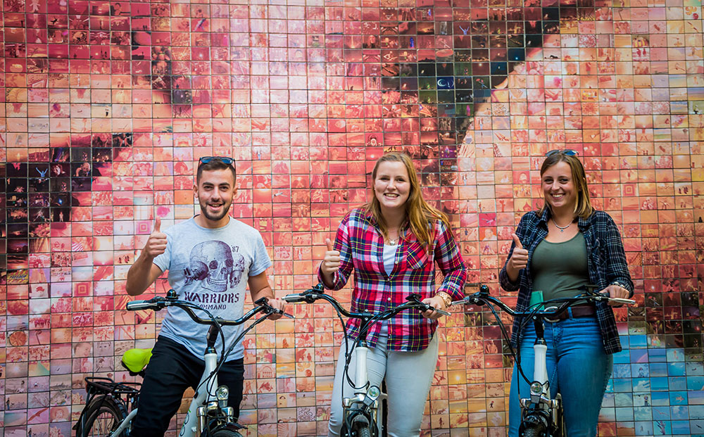 13.-Julia,-Jenny-&-Alaa4__bike_tour_barcelona.jpg
