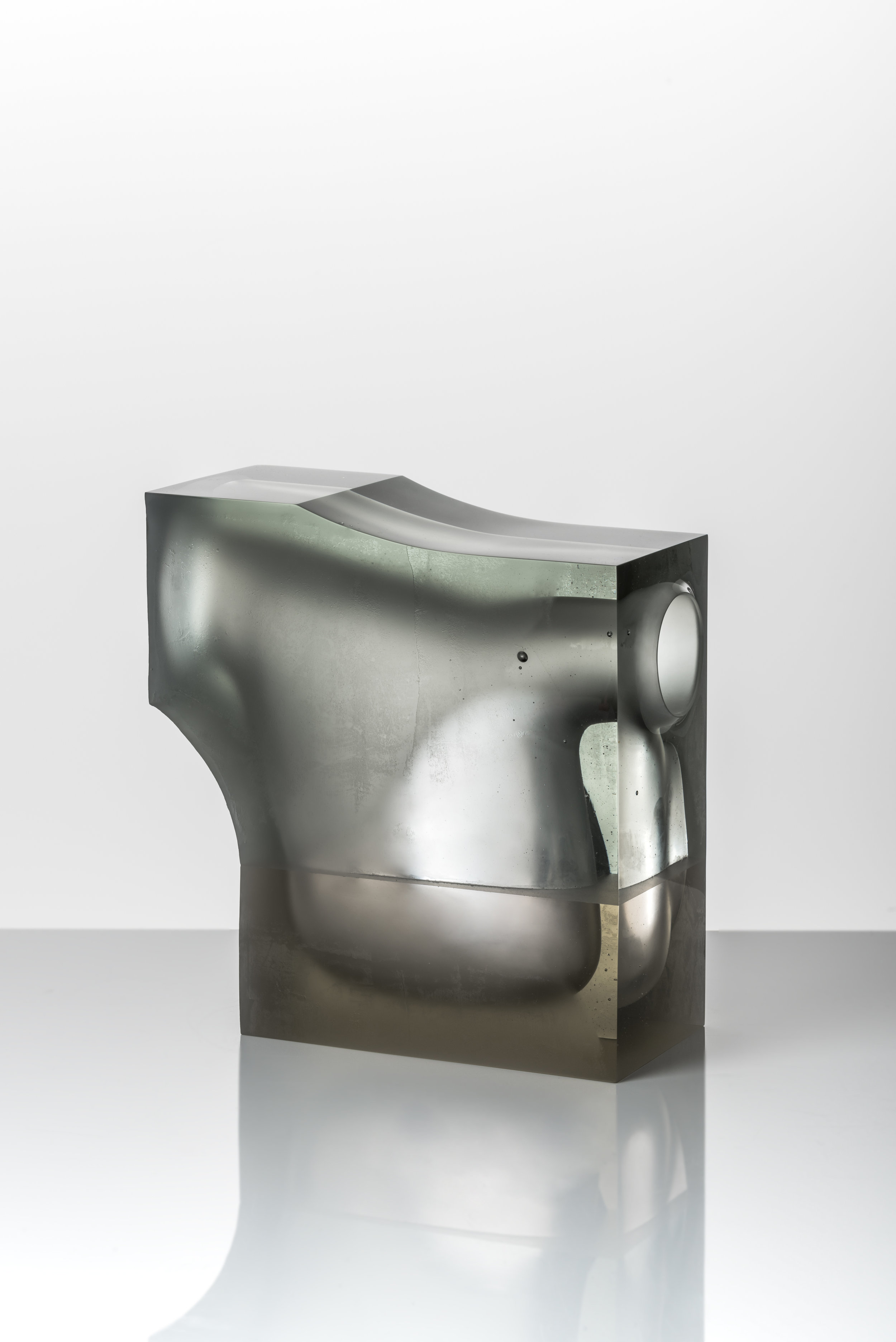 Richard Whiteley,  Push – Pull , 2017, cast and coldworked glass, 28 x 28 x 12.5 cm. Photos: Greg Piper.