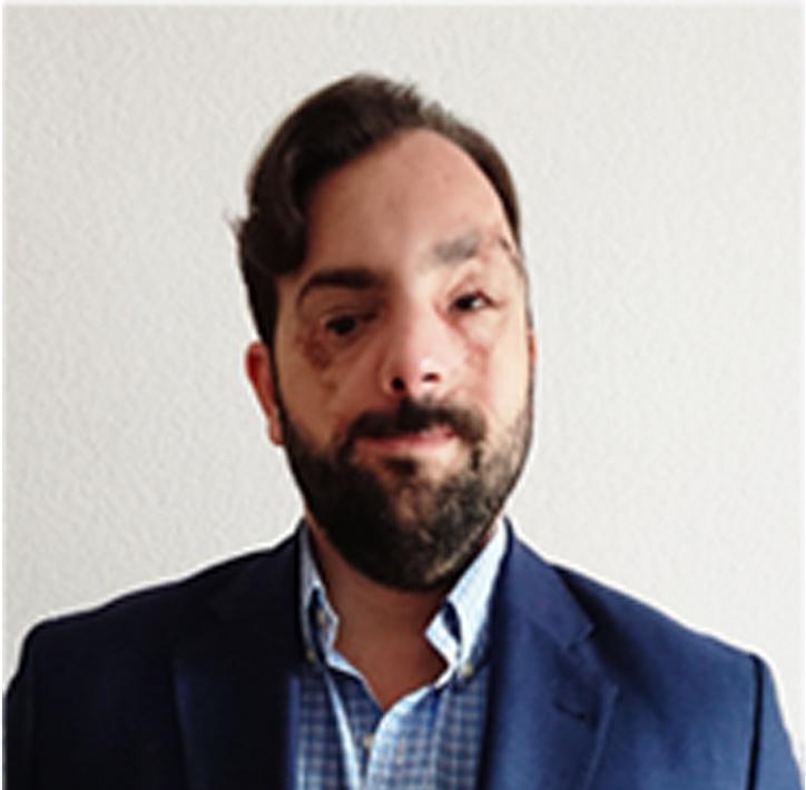 Antonio Camacho Baena. Arquitecto Técnico y Graduado en Ingeniería de Edificación.  EMBA. Máster executive en economía y dirección de empresas por Instituto Internacional San Telmo. XXV Promoción