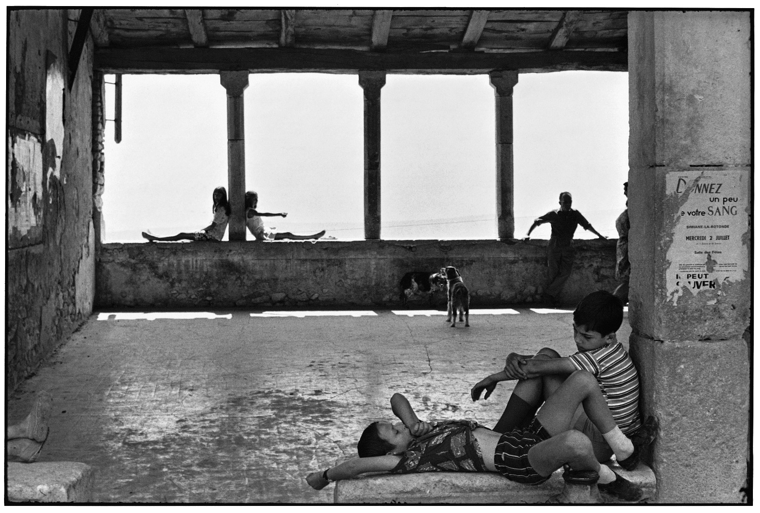Simiane-la-Rotonde, France, 1969 © Henri Cartier-Bresson / Magnum Photos