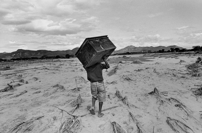 A resident of El Chaparo, Honduras, 1998 © Larry Towell