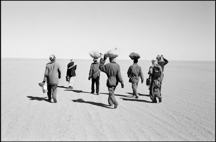 On the border between Nigeria and Libya, 2001 © Raymond Depardon