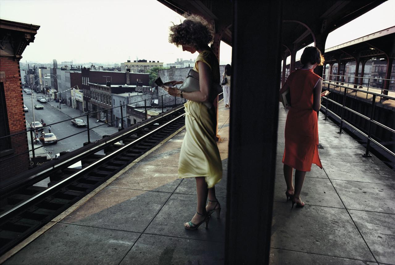 USA. New York City. 1980. Subway platform in Brooklyn.© Bruce Davidson/ Magnum Photo