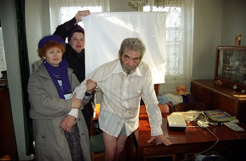 Homme fou , Lugansk, Ukraine, 1994 © Alexander Chekmenev