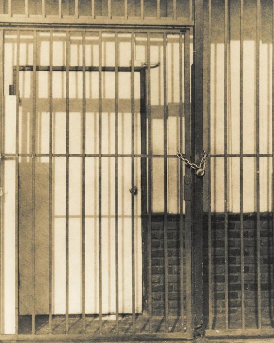 004 Zuili Chain On Fence.jpg