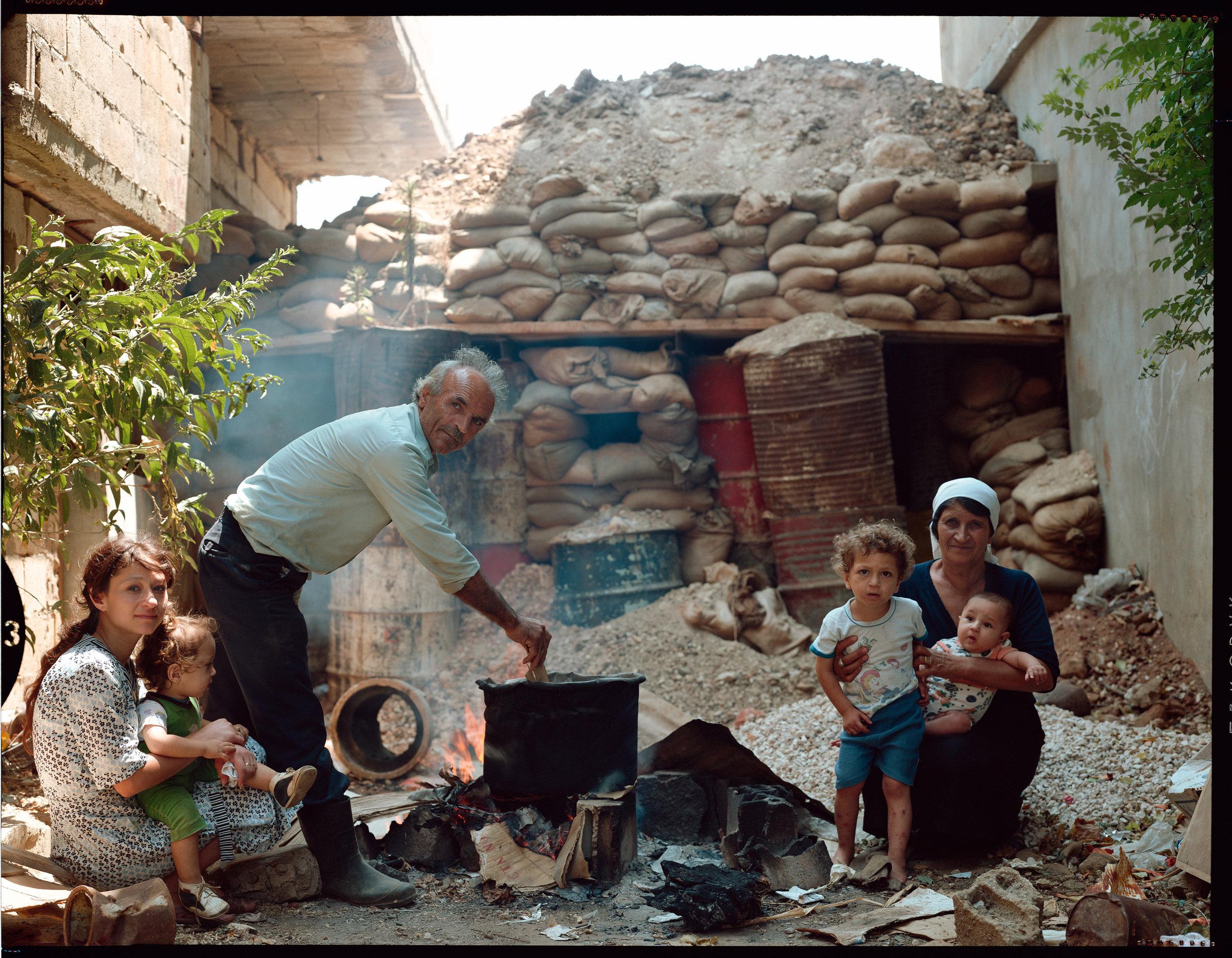 © Yan Morvan.  Khalil Amer, son épouse et sa belle-soeur Alia Chamas ont toujours habité Karamé. Presque tous les habitants du village ont déserté depuis le début de la guerre civile. Il ne reste plus qu'une dizaine de familles. Village de Karamé