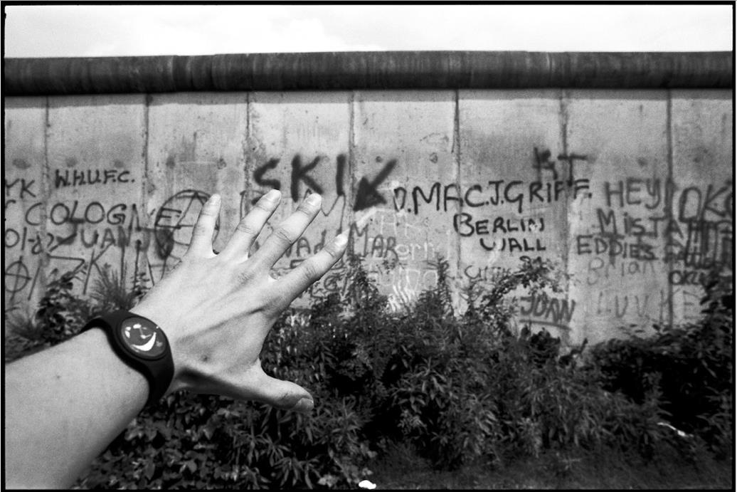 ©Patrick Tourneboeuf, Berlin, Beyond de Wall #103, 1988.jpg