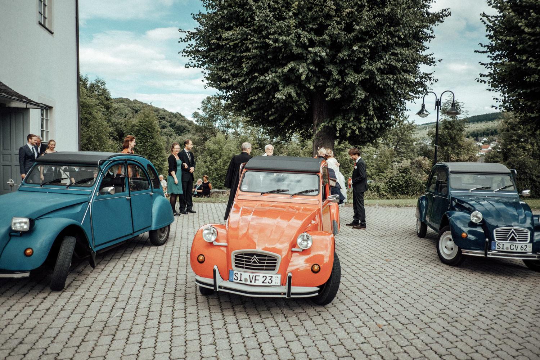 Oldtimer-Enten als Hochzeitsauto