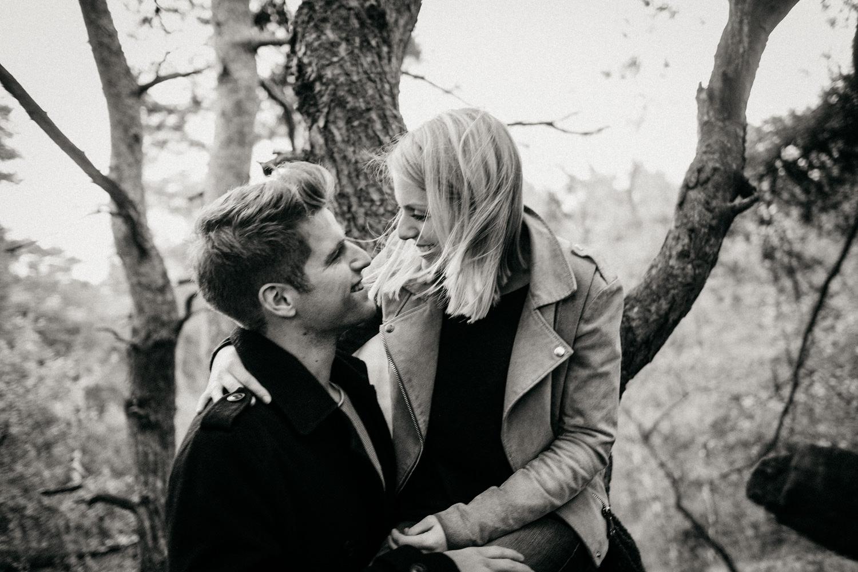 Fotograf-Paarshooting-Natur-Aachen-NRW-Hohes Venn-Hochzeitsfotograf-Verlobungsshooting-Kevin Biberbach-KEVIN Fotografie-Junebug-Hochzeitswahn-Eifel-22.jpg