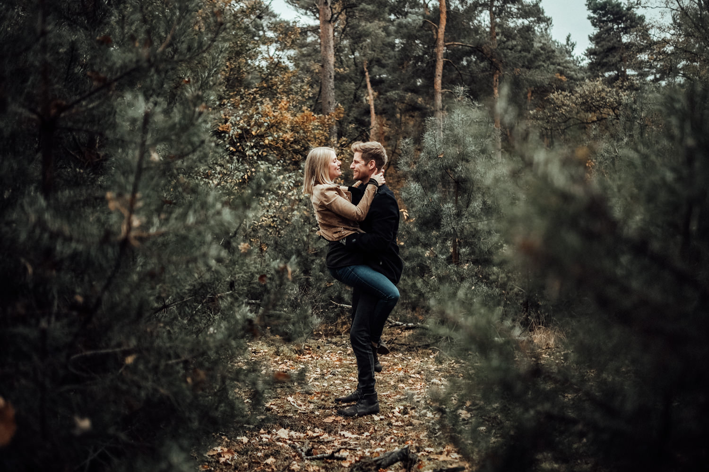 Fotograf-Paarshooting-Natur-Aachen-NRW-Hohes Venn-Hochzeitsfotograf-Verlobungsshooting-Kevin Biberbach-KEVIN Fotografie-Junebug-Hochzeitswahn-Eifel-38.jpg
