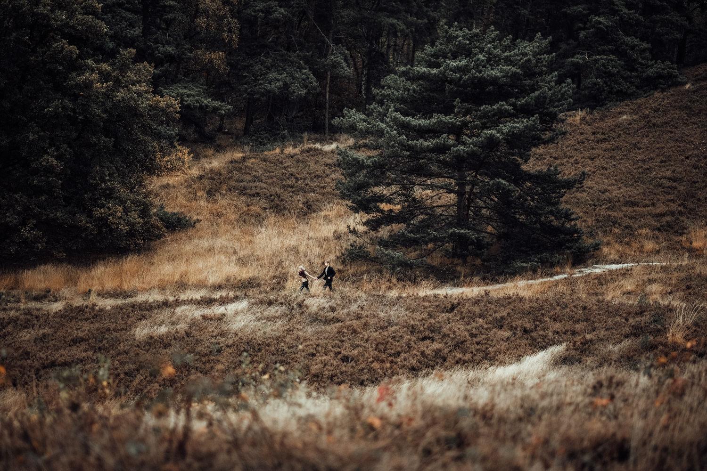 Fotograf-Paarshooting-Natur-Aachen-NRW-Hohes Venn-Hochzeitsfotograf-Verlobungsshooting-Kevin Biberbach-KEVIN Fotografie-Junebug-Hochzeitswahn-Eifel-60.jpg