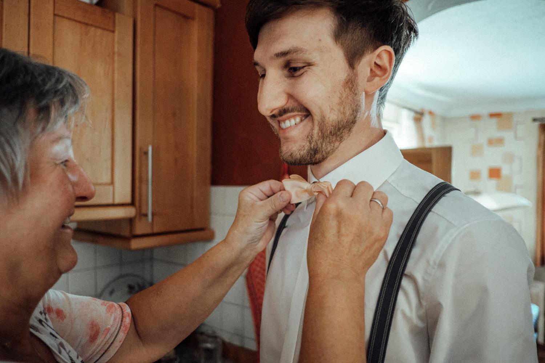 Zelthochzeit-Inspiration-Hochzeitsreportage-natürlich-Hessenhof-Coburg-Oberfranken-Aachen-Hochzeitsfotograf-Kevin Biberbach-KEVIN Fotografie-Junebug-Hochzeitswahn-014.jpg