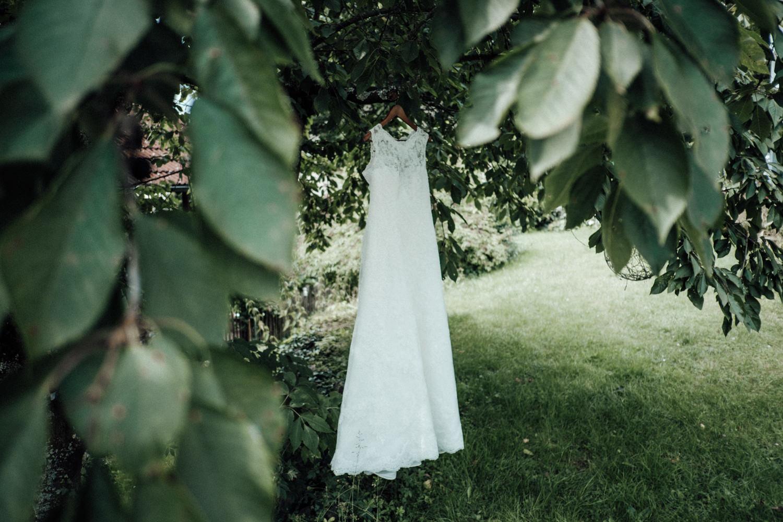 Zelthochzeit-Inspiration-Hochzeitsreportage-natürlich-Hessenhof-Coburg-Oberfranken-Aachen-Hochzeitsfotograf-Kevin Biberbach-KEVIN Fotografie-Junebug-Hochzeitswahn-023.jpg