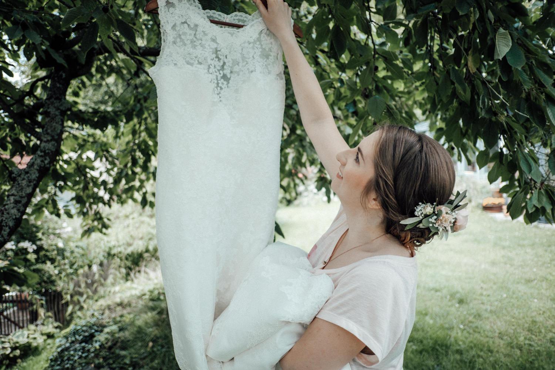 Zelthochzeit-Inspiration-Hochzeitsreportage-natürlich-Hessenhof-Coburg-Oberfranken-Aachen-Hochzeitsfotograf-Kevin Biberbach-KEVIN Fotografie-Junebug-Hochzeitswahn-024.jpg