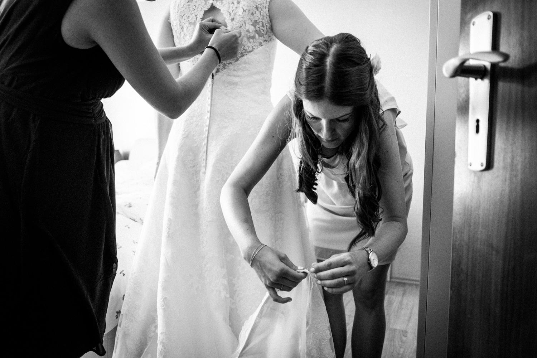 Zelthochzeit-Inspiration-Hochzeitsreportage-natürlich-Hessenhof-Coburg-Oberfranken-Aachen-Hochzeitsfotograf-Kevin Biberbach-KEVIN Fotografie-Junebug-Hochzeitswahn-027.jpg