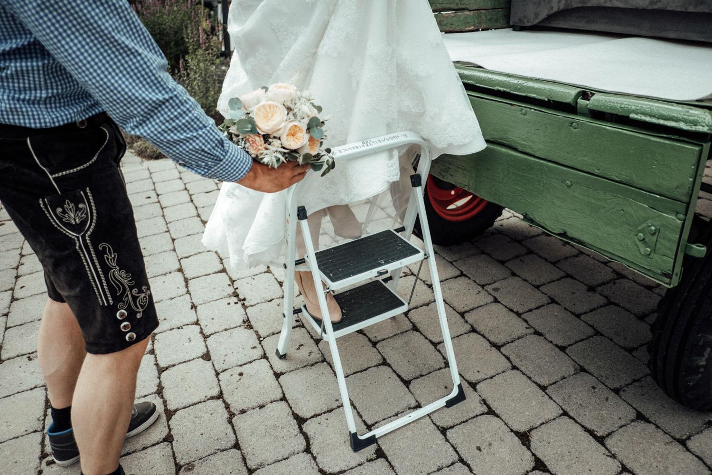 Zelthochzeit-Inspiration-Hochzeitsreportage-natürlich-Hessenhof-Coburg-Oberfranken-Aachen-Hochzeitsfotograf-Kevin Biberbach-KEVIN Fotografie-Junebug-Hochzeitswahn-035.jpg