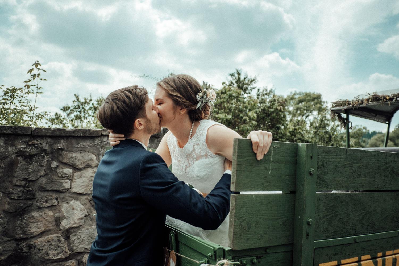 Zelthochzeit-Inspiration-Hochzeitsreportage-natürlich-Hessenhof-Coburg-Oberfranken-Aachen-Hochzeitsfotograf-Kevin Biberbach-KEVIN Fotografie-Junebug-Hochzeitswahn-043.jpg