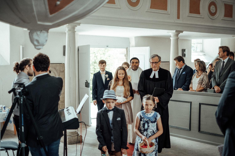 Zelthochzeit-Inspiration-Hochzeitsreportage-natürlich-Hessenhof-Coburg-Oberfranken-Aachen-Hochzeitsfotograf-Kevin Biberbach-KEVIN Fotografie-Junebug-Hochzeitswahn-047.jpg
