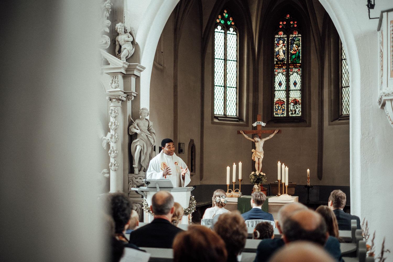 Zelthochzeit-Inspiration-Hochzeitsreportage-natürlich-Hessenhof-Coburg-Oberfranken-Aachen-Hochzeitsfotograf-Kevin Biberbach-KEVIN Fotografie-Junebug-Hochzeitswahn-053.jpg