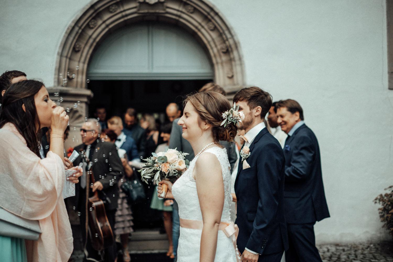 Zelthochzeit-Inspiration-Hochzeitsreportage-natürlich-Hessenhof-Coburg-Oberfranken-Aachen-Hochzeitsfotograf-Kevin Biberbach-KEVIN Fotografie-Junebug-Hochzeitswahn-062.jpg