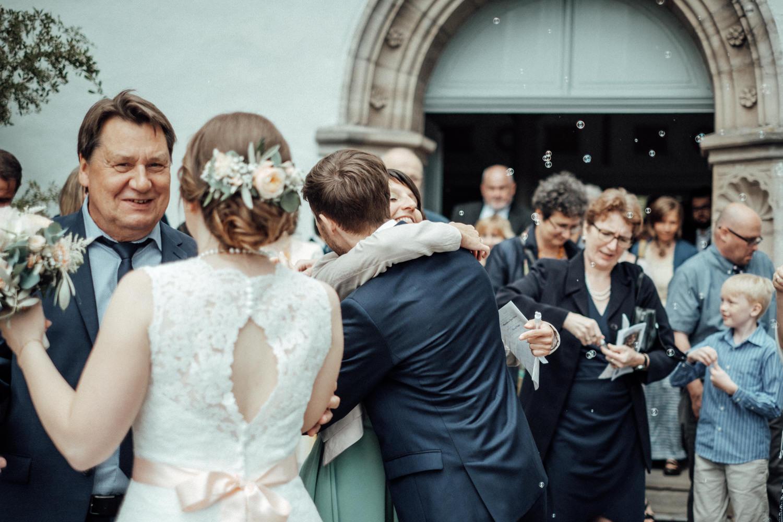 Zelthochzeit-Inspiration-Hochzeitsreportage-natürlich-Hessenhof-Coburg-Oberfranken-Aachen-Hochzeitsfotograf-Kevin Biberbach-KEVIN Fotografie-Junebug-Hochzeitswahn-064.jpg