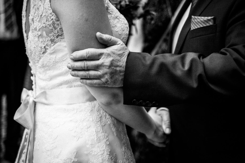 Zelthochzeit-Inspiration-Hochzeitsreportage-natürlich-Hessenhof-Coburg-Oberfranken-Aachen-Hochzeitsfotograf-Kevin Biberbach-KEVIN Fotografie-Junebug-Hochzeitswahn-066.jpg