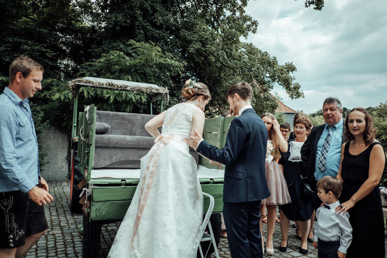 Zelthochzeit-Inspiration-Hochzeitsreportage-natürlich-Hessenhof-Coburg-Oberfranken-Aachen-Hochzeitsfotograf-Kevin Biberbach-KEVIN Fotografie-Junebug-Hochzeitswahn-067.jpg