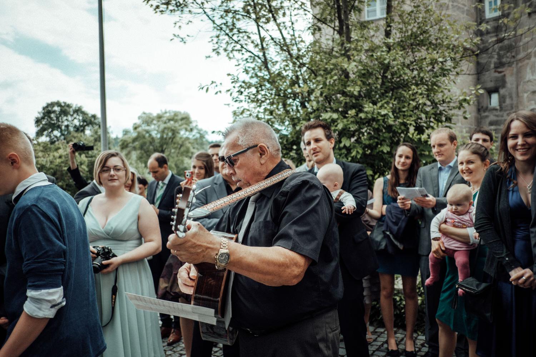 Zelthochzeit-Inspiration-Hochzeitsreportage-natürlich-Hessenhof-Coburg-Oberfranken-Aachen-Hochzeitsfotograf-Kevin Biberbach-KEVIN Fotografie-Junebug-Hochzeitswahn-068.jpg