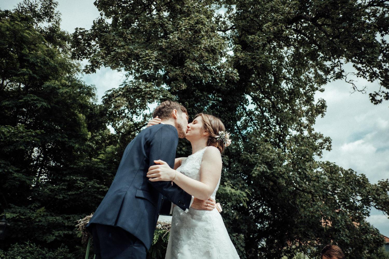 Zelthochzeit-Inspiration-Hochzeitsreportage-natürlich-Hessenhof-Coburg-Oberfranken-Aachen-Hochzeitsfotograf-Kevin Biberbach-KEVIN Fotografie-Junebug-Hochzeitswahn-069.jpg