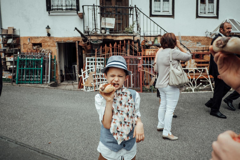 Zelthochzeit-Inspiration-Hochzeitsreportage-natürlich-Hessenhof-Coburg-Oberfranken-Aachen-Hochzeitsfotograf-Kevin Biberbach-KEVIN Fotografie-Junebug-Hochzeitswahn-080.jpg
