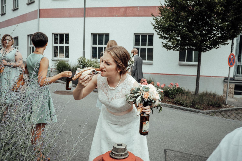 Zelthochzeit-Inspiration-Hochzeitsreportage-natürlich-Hessenhof-Coburg-Oberfranken-Aachen-Hochzeitsfotograf-Kevin Biberbach-KEVIN Fotografie-Junebug-Hochzeitswahn-082.jpg