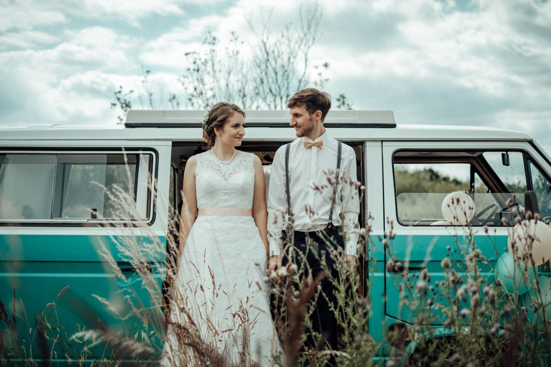 Zelthochzeit-Inspiration-Hochzeitsreportage-natürlich-Hessenhof-Coburg-Oberfranken-Aachen-Hochzeitsfotograf-Kevin Biberbach-KEVIN Fotografie-Junebug-Hochzeitswahn-088.jpg
