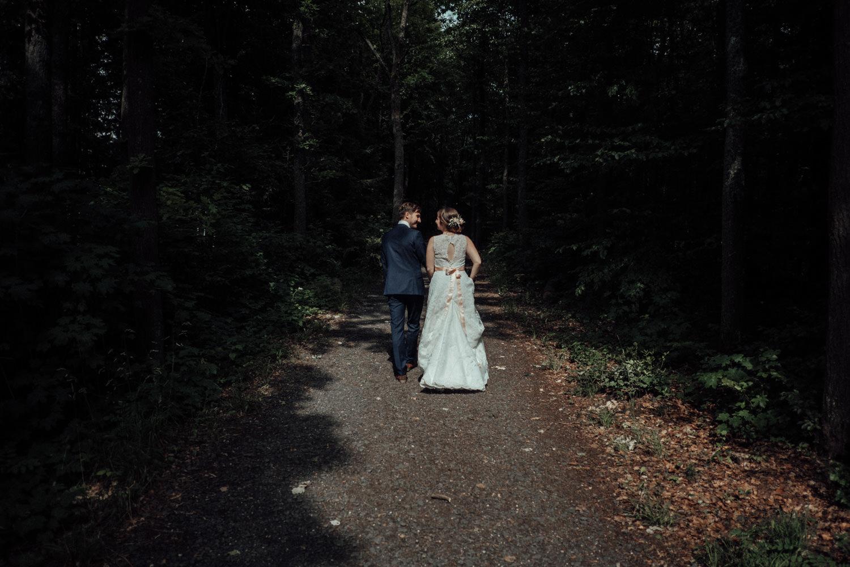 Zelthochzeit-Inspiration-Hochzeitsreportage-natürlich-Hessenhof-Coburg-Oberfranken-Aachen-Hochzeitsfotograf-Kevin Biberbach-KEVIN Fotografie-Junebug-Hochzeitswahn-094.jpg