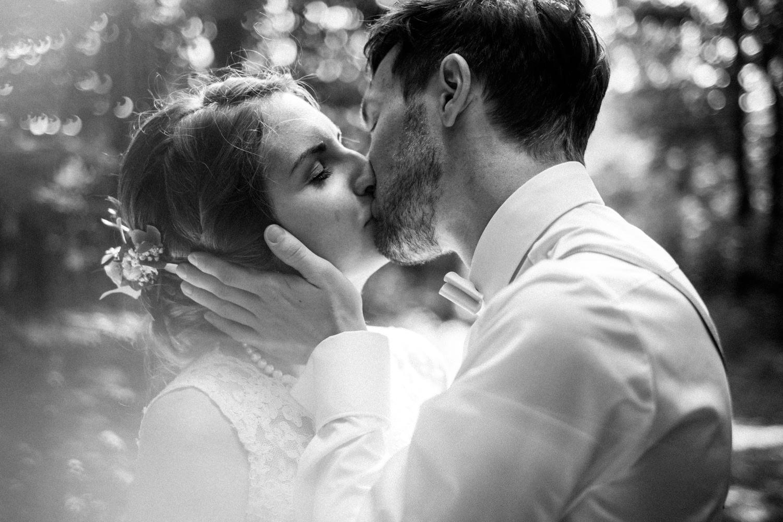 Zelthochzeit-Inspiration-Hochzeitsreportage-natürlich-Hessenhof-Coburg-Oberfranken-Aachen-Hochzeitsfotograf-Kevin Biberbach-KEVIN Fotografie-Junebug-Hochzeitswahn-099.jpg